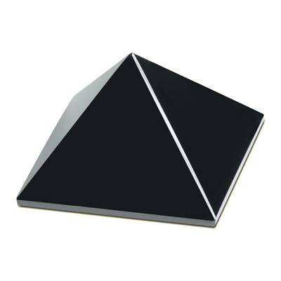 Die A.I.O.-Pyramide, das Raumobjekt zur Entstressung. Mit dieser Pyramide schaffen Sie sich einen Ort wo Ihre Musik wie Life klingt.
