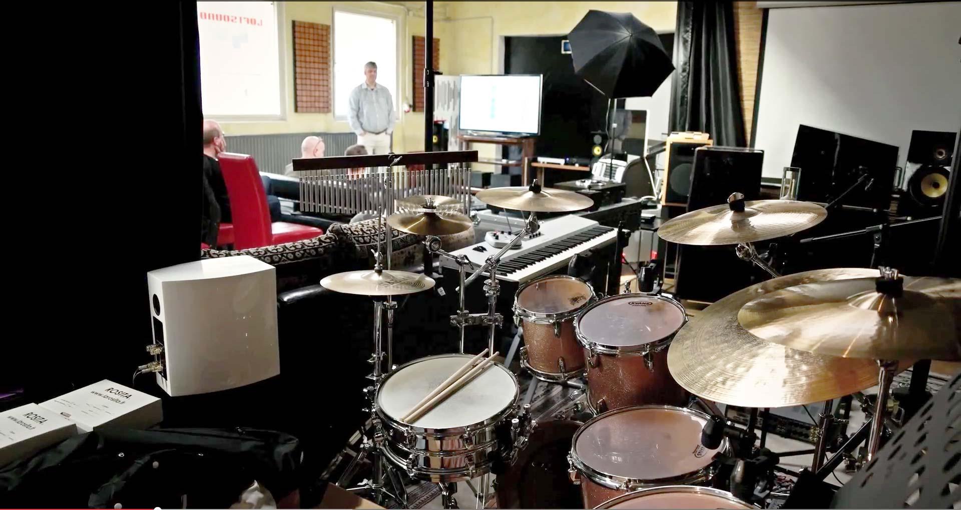Ein Blick über das Schlagzeug von Stefan Kampschulte in den Workshop-Bereich. Stefan und Markus Kampschulte sind beide Musiker und wissen so wovon Sie sprechen.